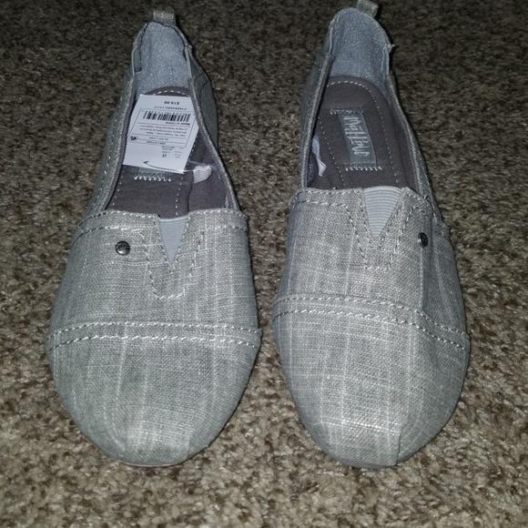 ff741f0ba89 Mad Love Shoes Silver Sparkle Slip On Shoes Sz 7 Euc Color